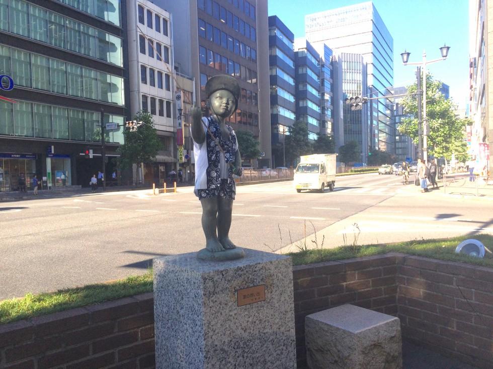 麹町の銅像 7月(2回目の着替え)