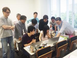授業風景 人材マネジメントで給与設計をしているところ。